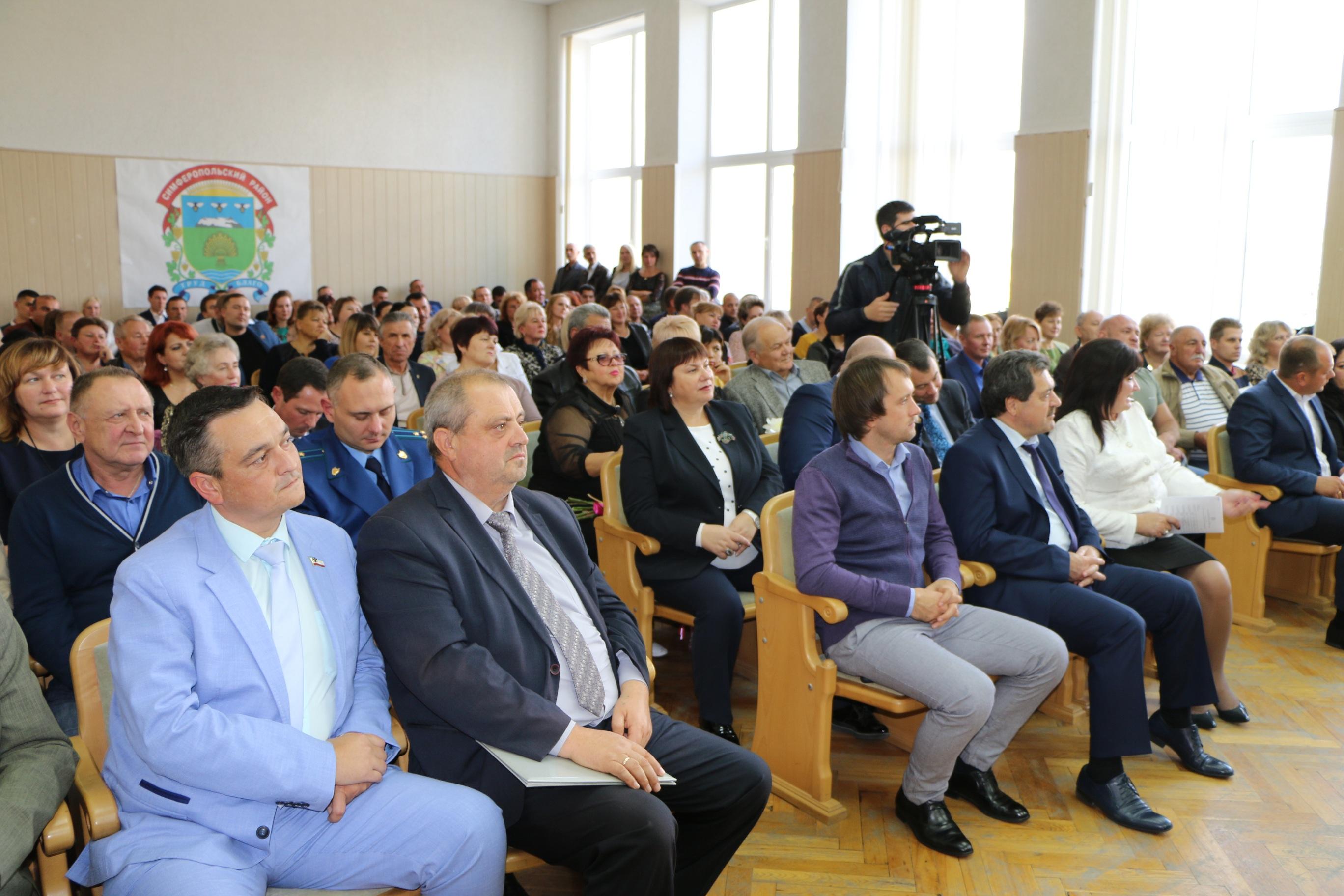 Жители Симферопольского района получили заслуженные награды в день  94-й годовщины Симферопольского района